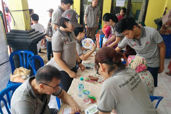 Relawan HAND di Pengobatan Gratis di Sumenep